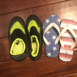 Water shoes and flip flops. Great condition Sz 2/3